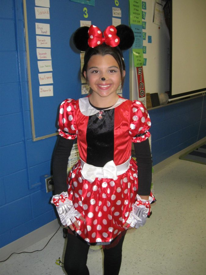 Girl+Wearing+Minnie+Mouse+Costume